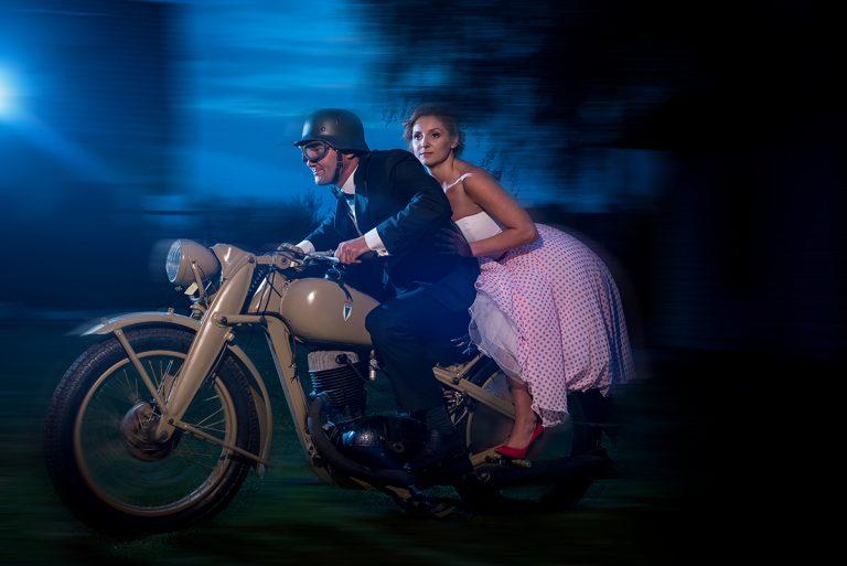 36-para-młoda-na-motocyklu